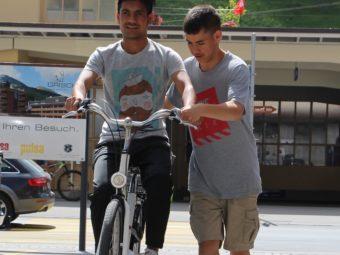 Das Projekt bietet jenen, die noch nicht sicher sind auf zwei Rädern, die Möglichkeit, das Velofahren zu erlernen