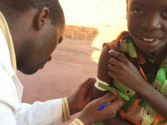 Medizinische Betreuung eines Kindes im Omoana House