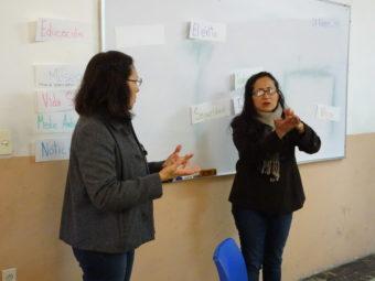Gehörlose Lehrerin und Lourdes
