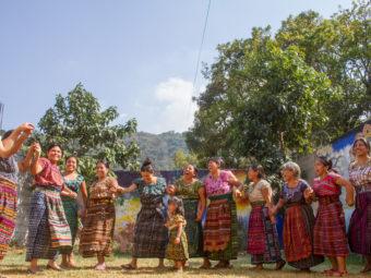 Sport und Bewegung für indigene Frauen der T'zutujil Gemeinde im Rahmen des ganzheitlichen Gesundheitsprogramms
