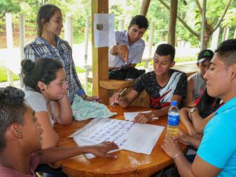 Die Workshops und Schulungen basieren auf partizipativen Methoden und regen die Teilnehmenden dazu an, sich eine eigene Meinung zu bilden.