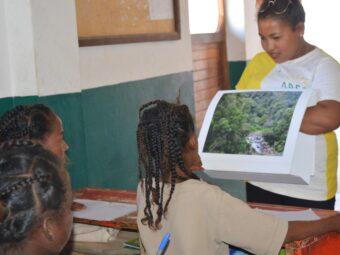 Schulunterricht an einer ABC Domino-Schule, Ort unbekannt